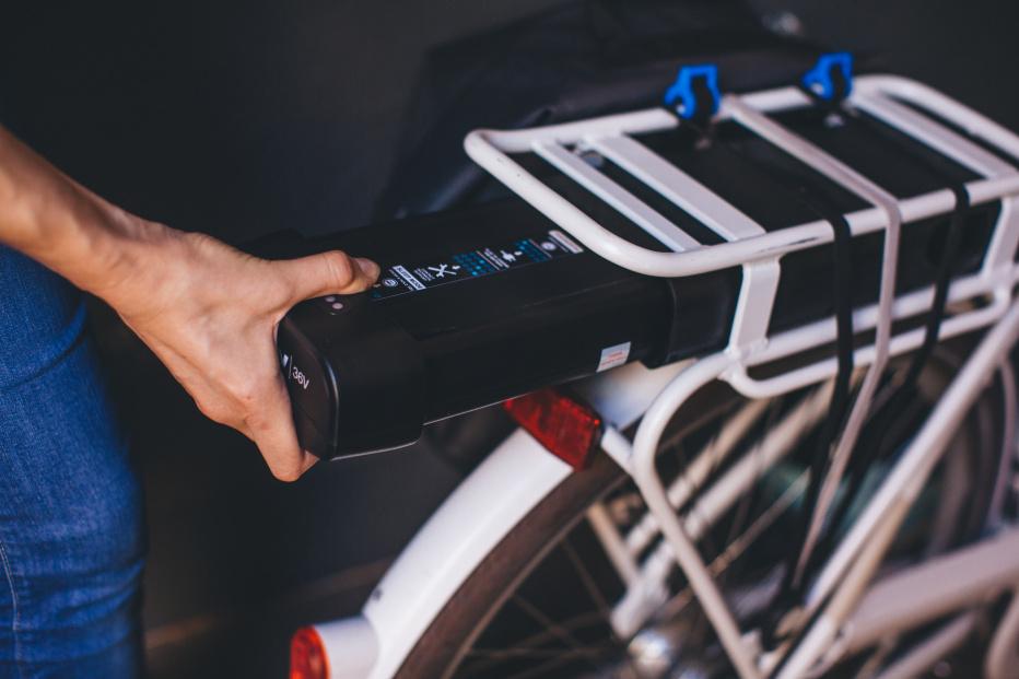 À Lyon, Decathlon s'associe avec Doctibike pour le réparation des batteries de vélo électrique
