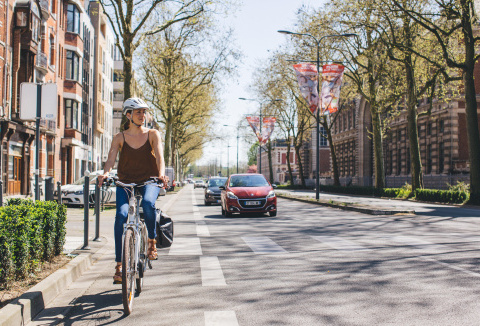 Decathlon confirme des tests avec ARVAL (groupe BNP Paribas), AZFALTE et ZENRIDE pour le déploiement du vélo de fonction.